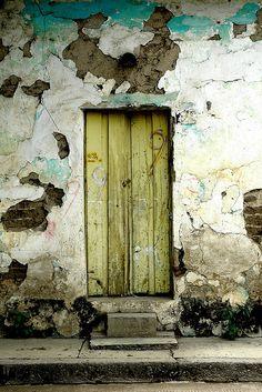 Iguala, Guerrero, Mexico - Be it ever so humble. Door Entryway, Entrance Doors, Doorway, Cool Doors, Unique Doors, Vintage Doors, Door Gate, Painted Doors, Door Knockers