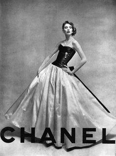 Chanel - Vintage Ad - with Suzy Parker Chanel Vintage, Glamour Vintage, Vogue Vintage, Moda Vintage, Vintage Couture, Vintage Beauty, Vintage Vogue Covers, Vintage Models, Vestidos Vintage
