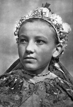 Karol Plicka - Jablonica Folk Costume, Costume Dress, Girl Costumes, Tribes Of The World, Free Black, Album, Beautiful Patterns, Original Image, Vintage Art