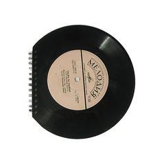 Cuaderno revestido con discos de vinilo.