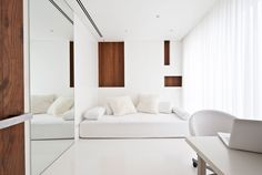 All-white study with wooden accents by Russian architect Alexandra Fedorova.