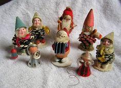 little vintage pinecone elves for glitter house village Christmas Past, Retro Christmas, Vintage Holiday, Winter Christmas, Christmas Crafts, Christmas Decorations, Christmas Houses, Pine Cone Crafts, Glitter Houses