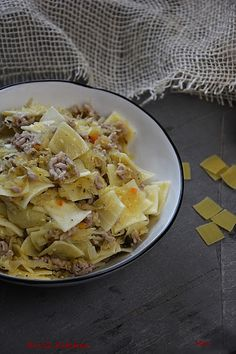 R'n'G Kitchen: Łazanki z mięsem mielonym Hawaiian Pizza, Potato Salad, Potatoes, Ethnic Recipes, Food, Noodles, Potato, Meals