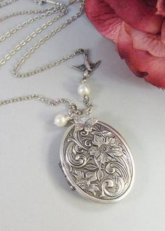 Andenken antikes Medaillon Silber Medaillon von ValleyGirlDesigns