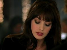Makeup tutorial inspired by Anne Hathaway& look in & Devil Wears Prada.& Some pretty sweet tips! Anne Hathaway Makeup, Anne Hathaway Haircut, Makeup Geek, Beauty Makeup, Hair Makeup, Hair Beauty, Eye Makeup, Hair Inspo, Hair Inspiration