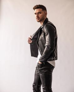 Mens Leather Pants, Men's Leather, Leather Jackets, Leather Fashion, Mens Fashion, Black Jeans Outfit, Men With Street Style, Clothing Co, Guys