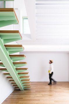 Neo Mint: como usar a cor tendência 2020 na decoração Best Interior, Interior Design, Mint Decor, Stair Railing, Railings, Wet Rooms, Staircase Design, Color Trends, Design Trends