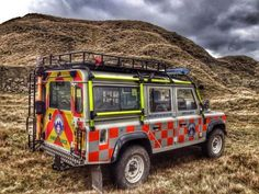 The working Land Rover – Land Rover Classics Land Rover Defender 110, Defender 90, Landrover Defender, Rescue Vehicles, Army Vehicles, Best Friend Cases, Paramedic Quotes, Land Rover Discovery, Search And Rescue