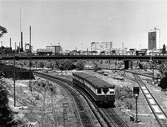 S-Bahn Berlin: S-Bahn auf der Strecke in Schöneberg (nahe Yorckstrasse) um 1970
