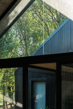morini black house, 'la negrita,' is nestled among a forest in argentina Modern Barn House, Barn House Plans, House Cladding, Facade House, Suffolk House, Summer House Interiors, Landscape Design Small, Black House Exterior, Exterior Homes