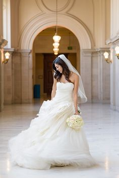 Tendance Robe du mariage Drumroll pleaseThe BEST wedding dresses of 2015 are here! Best Wedding Dresses, Wedding Gowns, Wedding Bells, Civil Wedding, Bridal Gowns, Vera Wang, City Hall Wedding, Best Wedding Photographers, Madame