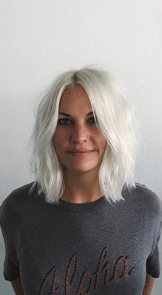 Pinterest: DEBORAHPRAHA ♥️ white platinum blonde silver hair color and short length hair cut