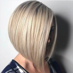 Straight Medium Length Hairstyles for Women to Look Attractive - - Straight Medium Length Hairstyles For Women To Look Attractive; Middle Parted Medium Straight Hair. Bob Haircut For Fine Hair, Haircut And Color, Fine Hair Bobs, Very Short Hair, Short Hair Cuts, Short Bob Haircuts, Straight Hairstyles, Blonde Hairstyles, Pelo Guay