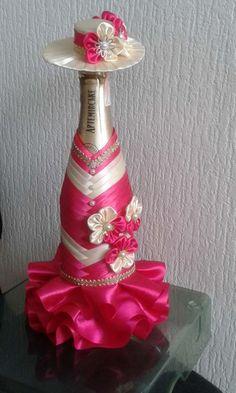 одноклассники Wedding Wine Glasses, Wedding Bottles, Wine Bottle Crafts, Bottle Art, Bling Bottles, Perfume Bottles, Wine Bottle Centerpieces, Bottle Cover, Wedding Bows