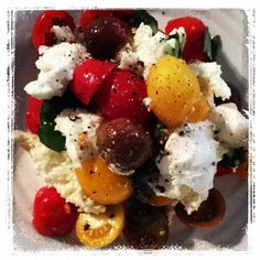 """@daisy_dining's photo: """"Do I really have to wait for dinner. Caprese salad. Divine. X #daisydining #daylesford #catering #daylesfordcatering #dinner #salad #tomatoes #mtfranklinorganics #organic #healthy #localproduce #locallygrown #basil #homegrown #glutenfree #cleaneating #caprese #capresesalad #classicsalad #eatclean #vegetarian"""""""