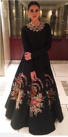 Indian Gowns Dresses, Indian Fashion Dresses, Indian Designer Outfits, Pakistani Dresses, Indian Outfits, Designer Dresses, Hijab Fashion, Hippy Chic, Winter Dress Outfits