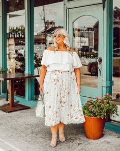 Plus-Size Floral Outfits to Brighten the Winter Plus Size Winter Outfits, Winter Dress Outfits, Casual Dress Outfits, Curvy Outfits, Casual Summer Dresses, Plus Size Outfits, Floral Outfits, Big Size Fashion, Plus Size Fashion Blog