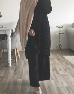 Modest Fashion Hijab, Hijab Chic, Abaya Fashion, 80s Fashion, Fashion Outfits, Fashion Tips, Color Fashion, Mode Abaya, Mode Hijab