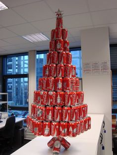 Coca-Cola Christmas Tree | Oh look! A soda can Christmas tree Recycled Christmas Decorations, Recycled Christmas Tree, Christmas Tree Art, Unusual Christmas Trees, Coca Cola Party, Coca Cola Decor, Coca Cola Can, Always Coca Cola, Pepsi