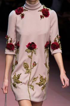 Dolce & Gabbana at Milan Fashion Week Fall 2015 - Details Runway Photos Couture Embroidery, Embroidery Fashion, Embroidery Dress, Couture Details, Fashion Details, Fashion Design, Fashion Photo, Fashion Week, Runway Fashion