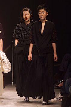 Yohji Yamamoto - Spring 2002 Ready-to-Wear - Look 45 of 53