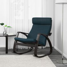 POÄNG Gyngestol - sortbrun, Hillared mørkeblå - IKEA Teak Rocking Chair, Swinging Chair, Amish Furniture, Bench Furniture, Corner Furniture, Ikea Armchair, Ikea Fabric, Wine Barrel Furniture