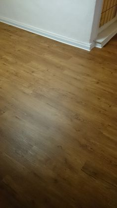 fertiger Boden mit Sockelleisten