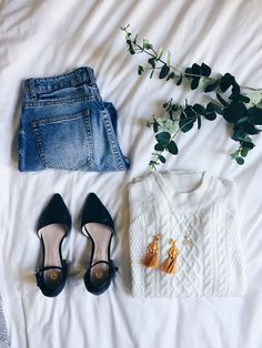 Skirt – Vintage (Similar HERE and HERE) T-shirt -Sold Out (Similar ones I love here, here, here, here) Shoes – Vintage (also love these) This post… Casual Fall Outfits, Stylish Outfits, Spring Outfits, Cute Outfits, Flat Lay Photography, Clothing Photography, Fashion Photography, Instagram Outfits, Instagram Fashion