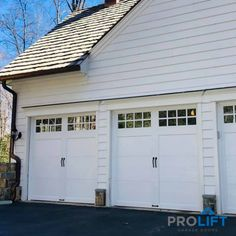 This particular garage door brick house most certainly is an inspirational and wonderful idea Faux Wood Garage Door, White Garage Doors, Carriage House Garage Doors, Garage Door Colors, Garage Door Panels, Garage Door Styles, Garage Door Design, Panel Doors, House Doors