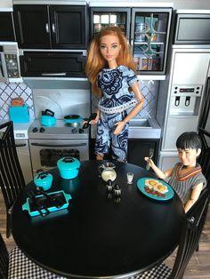 Dolls House Shop, Barbie Doll House, Barbie Dolls, Ag Dolls, Girl Dolls, Bad Barbie, Barbie And Ken, Barbie Life, Diy Barbie Furniture