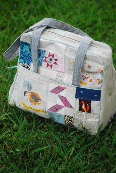 i am in love with her bag!  Winter Woodland Weekender @ hey porkchop!