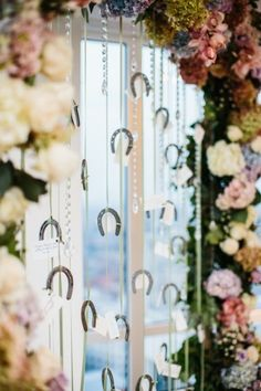Horse shoe backdrop: http://www.stylemepretty.com/2015/03/20/tips-for-planning-the-perfect-proposal/ | Photography: Daniel J - http://www.danieljphotography.com/