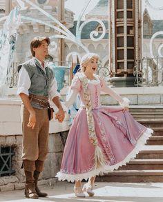 Rapunzel and Flynn Disney Day, Cute Disney, Disney Trips, Disney Magic, Disney College, Disney Fairies, Disney Memes, Disney Parks, Walt Disney