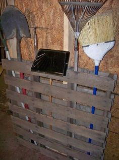 30 DIY Wooden Pallet Looks kinda gross but kinda cool I would definitely sand and paint it