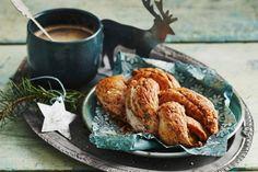 Kijk wat een lekker recept ik heb gevonden op Allerhande! Kaneelbroodjes Sweet Breakfast, Breakfast Recipes, Dutch Recipes, Mini Pies, High Tea, Tasty Dishes, Coffee Time, Afternoon Tea, Brunch