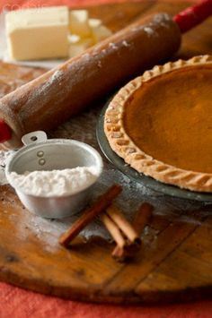Mix a few ingredients together and walla.....!  Besides focusing on the pumpkin pie... check out the prim 'staging' in this vignette!  (love breadboard and cinnamon sticks accents)