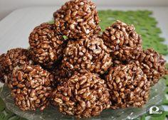 """Składniki:  1/2 kg krówek (miękkich i ciągnących)  1/2 kostki margaryny """"Kasia""""  2 łyżki kakao  12-15 dag ryżu preparowanego  Przepis:  Krówki rozpuścić na małym ogniu. Dodać margarynę i kakao. Wszystko rozpuścić na jednolitą masę.  Wsypać ryż preparowany, wymieszać, formować szyszki:)  Smacznego!"""