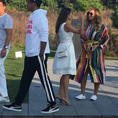 """September 2017 JAY-Z and Beyoncé at the Bridgehampton Golf Club for the invite only """"The Bridge, presented by Richard Mille,"""" classic car and modern art show today. 4 Beyonce, Beyonce Knowles Carter, Beyonce Style, Beyonce And Jay Z, Rihanna, Carter Family, Online Photo Gallery, Cute Celebrities, Celebs"""