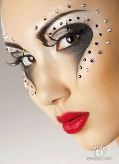 Makeup Rhinestones accent very artistic and creative 'eye art'. Circus Makeup, Carnival Makeup, Make Up Art, Eye Make Up, Maquillage Halloween, Halloween Makeup, Gothic Halloween, Pretty Halloween, Halloween Ideas