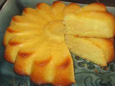 Ingrédients 150 gr de beurre mou 150gr de sucre fin 4 œufs 200gr de farine 1 sachet de levure 1 citron 1 yaourt selÉtapes Faire chauffer le four à 180°. Dans un saladier, travailler le beurre mou avec le sucre, ajouter les œufs, le yaourt e