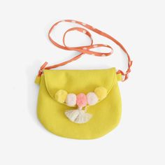 A sweet little purse in a bright sunny yellow wool/rayon felt. Lined inside with ivory polka dot print, with an orange polka dot strap. Bright yarn pompoms and a tassel adorn the edge of the flap that Diy Bags Purses, Purses And Handbags, Coin Purses, Kids Purse, Felt Purse, Embroidery Bags, Fabric Bags, Girls Bags, Handmade Bags