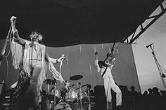 The Who se apresenta após Janis Joplin, Sly and the Family Stone, Creedence Clearwater Revival, e The Grateful Dead. - 31 fotos que mostram como Woodstock foi realmente louco 1969 Woodstock, Festival Woodstock, The Who Woodstock, Woodstock Hippies, Woodstock Music, Joe Cocker, Janis Joplin, Grateful Dead, Jimi Hendrix