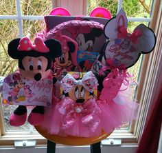 Minnie Mouse Theme Easter Gift Basket Made By Norma's Unique GiftBaskets. Minnie Mouse Gifts, Minnie Mouse Theme, Mickey Mouse, Spa Gifts, Wine Gifts, Craft Stick Crafts, Diy Crafts, Easter Gift Baskets, Easter Crafts For Kids