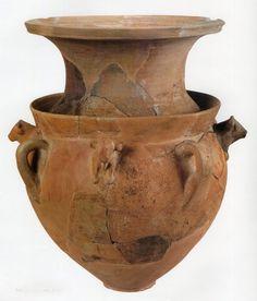 Hittite, four bull-headed vase, Kültepe-Kaniş, BC (Erdinç Bakla archive) Ancient Near East, Great Warriors, Minoan, Iron Age, Prehistory, Ancient Artifacts, Ceramic Clay, Ancient Civilizations, Archaeology