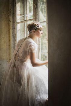 #model #Poland #abandoned #palace #window #photoshot #photography #beauty #session