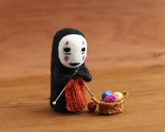 Kaonashi by ali-ee on DeviantArt Studio Ghibli Art, Studio Ghibli Movies, Totoro, Cute Crafts, Felt Crafts, Wet Felting, Needle Felting, Cute Crochet, Crochet Dolls