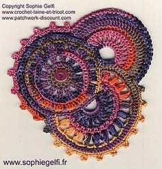 DIY.....  Here are Instructions for this Freeform by Sophie Gelfi Designs. The instructions are in English, thank goodness.  I think the ways the circles interact is so interesting and the colors she chose are very unusually combined.. I really like it.