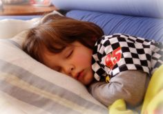 A new study confirms why all those bedtime battles are indeed worth it. When kids go to bed early, they are healthier and mom is happier.