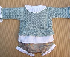 Tutorial para hacer Jersey de Bebé, baby cardigan, video e instrucciones Knit Baby Sweaters, Knitted Baby Clothes, Knitted Hats, Knitting For Kids, Baby Knitting Patterns, Baby Patterns, Baby Cardigan, Crochet Bebe, Knit Crochet
