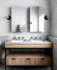 Para começar o fim de semana, um banheiro em tons de cinza bem aconchegante e to… To start the weekend, a very cozy grayscale bathroom with a touch of wood. Beautiful Bathrooms, Modern Bathroom, Small Bathroom, Master Bathroom, Shower Bathroom, Basement Bathroom, Leadlight Windows, Architecture Life, Panel Doors